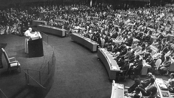 Pope John Paul II addresses the General Assembly at the United Nations in New York Oct. 2, 1979. Pope Benedict XVI will address the General Assembly April 18. (CNS file photo) (Feb. 21, 2008) See B16VISIT-UN Feb. 19, 2008. (b/w only)
